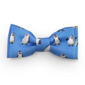 Modrý detský motýlik s tučniakmi